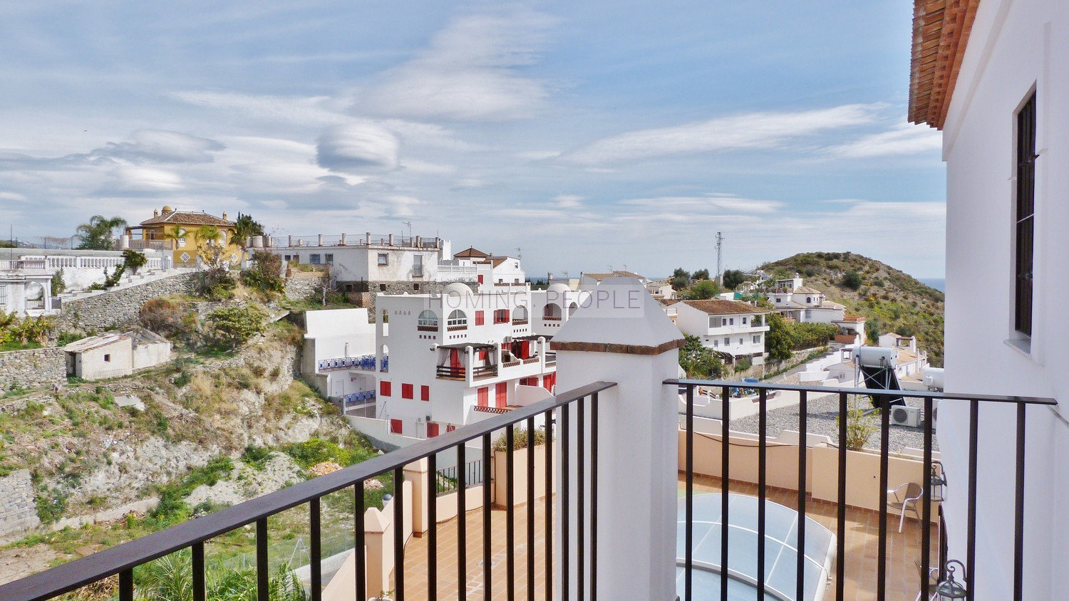 Sunny, family house in quiet urbanisation with sea views