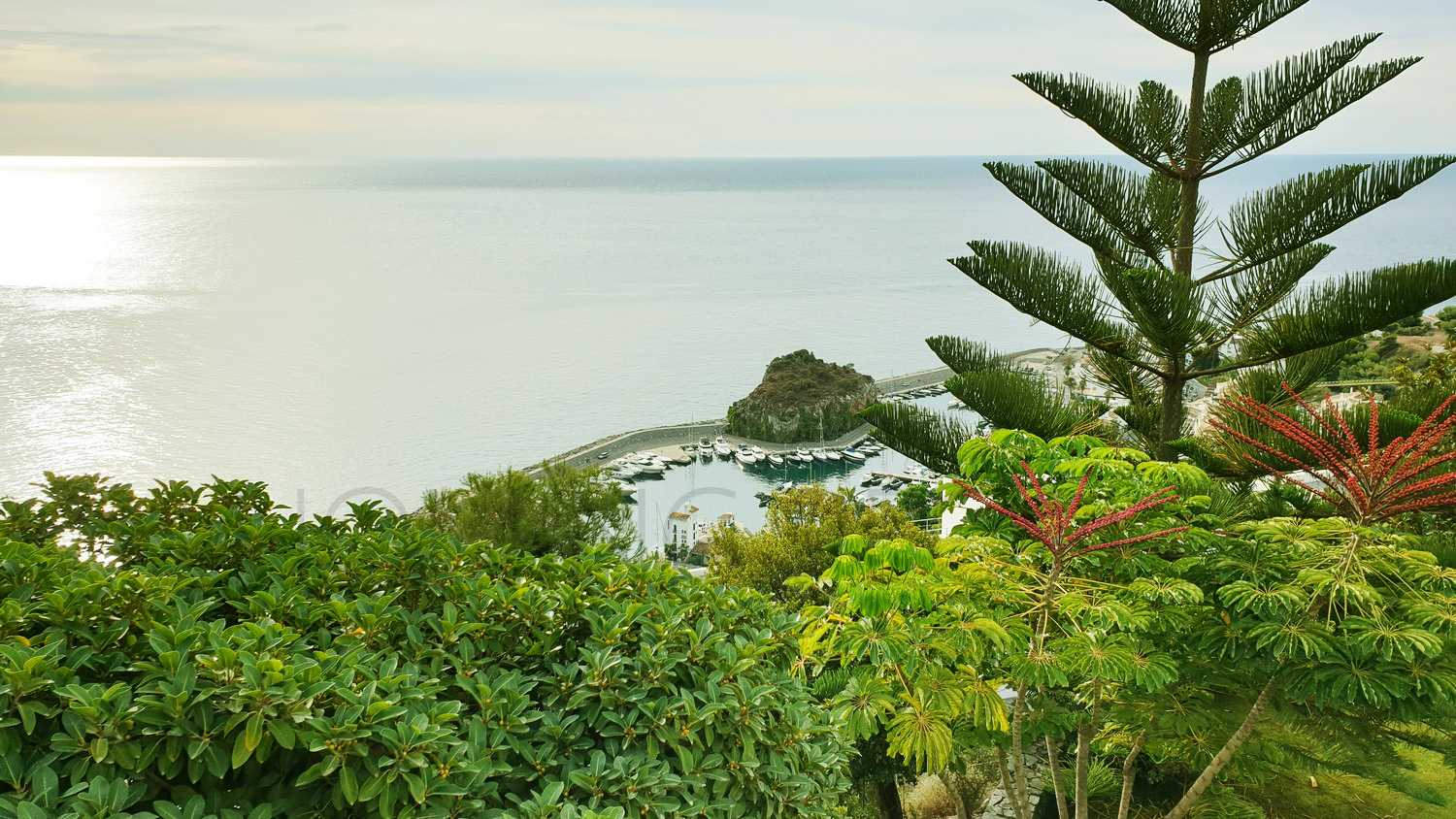 Exclusive design villa with infinity pool and panoramic sea views !