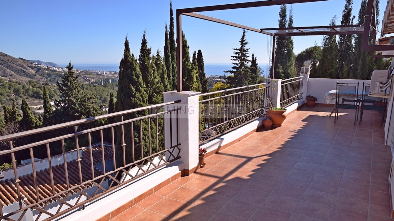 Country house with very good access, located between Nerja and Frigiliana